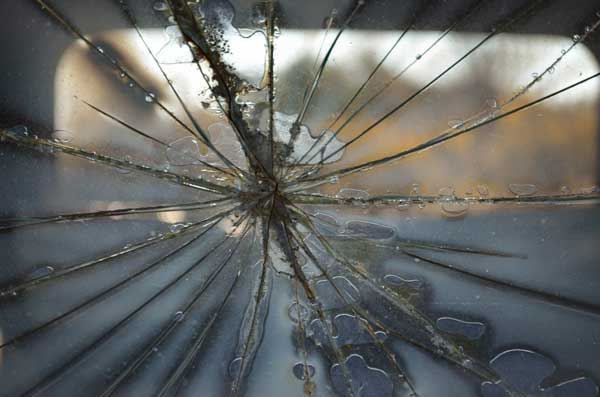 Why you need to Replace a Cracked Windshield